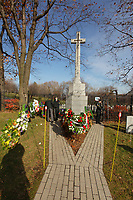 Montreal, CANADA - Nov 11 -  the ceremony of Remembrance Day ornanized by the Societe Saint-Jean-Baptiste du Quebec (SSJB),  november 11, 2014 in Cote-des-neiges cemetary.<br /> <br /> Photo :  Agence Quebec Presse - Pierre Roussel