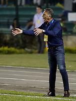 FLORIDABLANCA - COLOMBIA -31-05-2017: Miguel Angel Russo, técnico del Millonarios, gesticula durante el encuentro de ida entre Atlético Bucaramanga y Millonarios por los cuartos de final de la Liga Águila I 2017 jugado en el estadio Álvaro Gómez Hurtado de la ciudad de Floridablanca. / Miguel Angel Russo, coach of Millonarios, gestures during the first leg match between Atletico Bucaramanga and Millonarios for the final quaters of the Aguila League I 2017 played at Alvaro Gomez Hurtado stadium in Floridablanca city. Photo: VizzorImage / Óscar Martínez / Cont