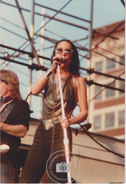 Grace Slick & Paul Kantner of Jefferson Starship , NYC 1981 Pier 84