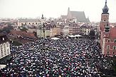 Warschau, Polen, 03.10.2016, Tausende Frauen legten die Arbeit aus Protest gegen die Änderungen des Abtreibungsgesetzes nieder und demonstrierten in vielen Städten des Landes/  <br /> Thousands of women all over the country refused to work in protest against changes in abortion law and demonstrate in many polish cities.