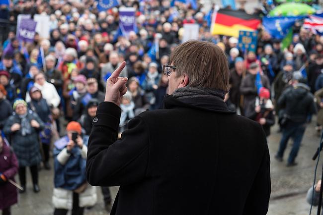"""Hunderte Menschen kamen am Samstag den 27. Januar 2019 in Berlin zu einer Kundgebung des ueberparteilichen Zusammenschluss """"Pulse of Europe"""" um fuer ein vereintes und friedliches Europa, ohne Fremdenhass und Ausgrenzung von Minderheiten zu demonstrieren. """"Wir wollen ein Zeichen setzen! Ein Zeichen, dass sich viele Menschen aktiv für den Erhalt eines demokratischen und rechtsstaatlichen, vereinten Europas einsetzen"""", so die Veranstalter, die sich auch ganz deutlich gegen einen Brexit aussprachen.<br /> Als Redner sprachen u.a. Margrethe Vestager, EU-Wettbewerbs-Kommissarin aus Daenemark und Guy Verhofstadt (im Bild), Chefunterhaendler im EU-Parlament fuer den Brexit.<br /> Zu Beginn sprach die Publizistin Lea Rosh anlaesslich des Jahrestags der Befreiung des Konzentrationslager Auschwitz am 27. Januar 1945.<br /> In vielen Staedten Europas finden einmal pro Monat am Sonntag Veranstaltungen von Pulse of Europe statt.<br /> 27.1.2019, Berlin<br /> Copyright: Christian-Ditsch.de<br /> [Inhaltsveraendernde Manipulation des Fotos nur nach ausdruecklicher Genehmigung des Fotografen. Vereinbarungen ueber Abtretung von Persoenlichkeitsrechten/Model Release der abgebildeten Person/Personen liegen nicht vor. NO MODEL RELEASE! Nur fuer Redaktionelle Zwecke. Don't publish without copyright Christian-Ditsch.de, Veroeffentlichung nur mit Fotografennennung, sowie gegen Honorar, MwSt. und Beleg. Konto: I N G - D i B a, IBAN DE58500105175400192269, BIC INGDDEFFXXX, Kontakt: post@christian-ditsch.de<br /> Bei der Bearbeitung der Dateiinformationen darf die Urheberkennzeichnung in den EXIF- und  IPTC-Daten nicht entfernt werden, diese sind in digitalen Medien nach §95c UrhG rechtlich geschuetzt. Der Urhebervermerk wird gemaess §13 UrhG verlangt.]"""