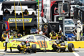 #19: Brandon Jones, Joe Gibbs Racing, Toyota Camry Toyota Menards Jeld-Wen, makes a pit stop