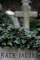 Il Cimitero acattolico di Roma (detto anche Cimitero degli Inglesi o anche Cimitero dei protestanti) si trova nel quartiere di Testaccio.Il Cimitero acattolico di Roma è il luogo dove vengono sepolti i non-cattolici.  .Non-Catholic Cemetery of Rome is the place where they are buried non-Catholics.Also known as The Protestant Cemetery or Englishmen's Cemetery.