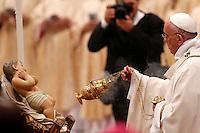 Papa Francesco bacia il Bambinello all'inizio della messa della Notte di Natale, nella Basilica di San Pietro, Citta' del Vaticano, 24 dicembre 2015.<br /> Pope Francis kisses the statuette of Baby Jesus at the beginning of the Christmas Eve mass in St. Peter's Basilica, Vatican, 24 December 2015.<br /> UPDATE IMAGES PRESS/Riccardo De Luca<br /> <br /> STRICTLY ONLY FOR EDITORIAL USE