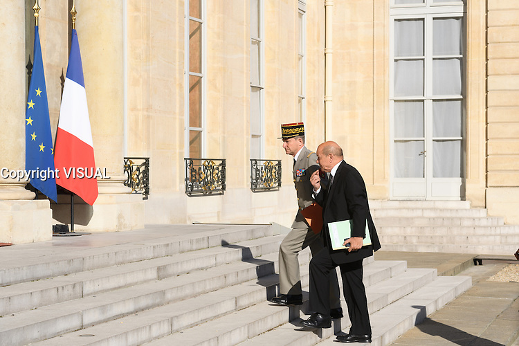 Jean-Yves Le Drian et Pierre de Villiers.- - Conseil restreint de sÈcurite et de defense ‡ l'Elysee suite a l'attentat de Nice perpetre le 14 juillet.