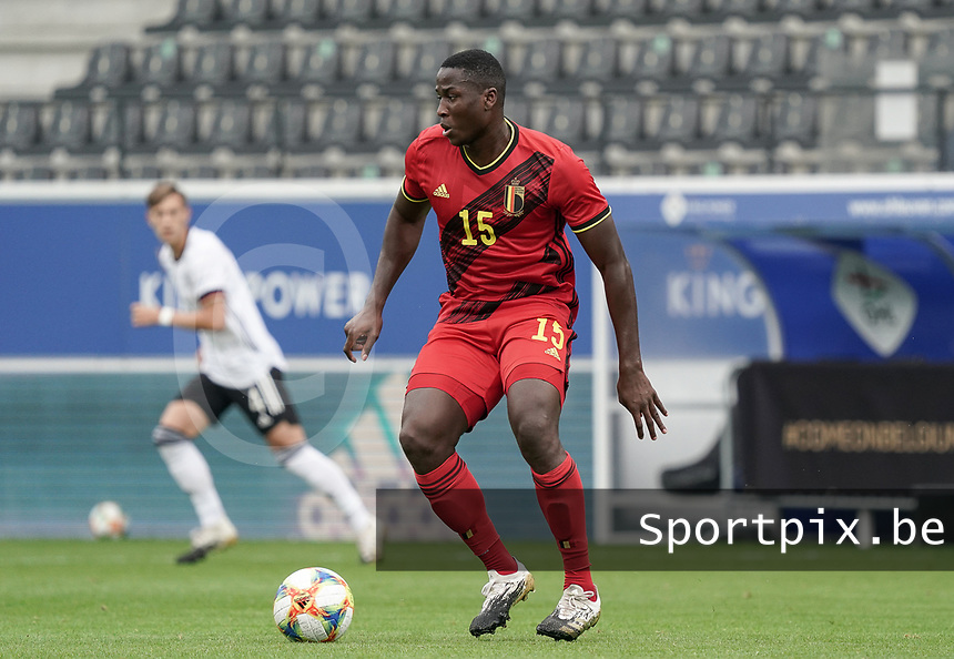 Belgium's Daouda Peeters(15) with the ball during a soccer game between the national teams Under21 Youth teams of Belgium and Germany on the 5th matday in group 9 for the qualification for the Under 21 EURO 2021 , on tuesday 8 th of September 2020  in Leuven , Belgium . PHOTO SPORTPIX.BE | SPP | SEVIL OKTEM