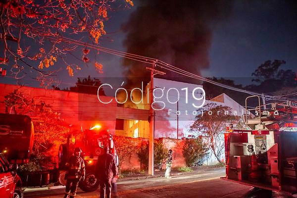 São Paulo (SP), 02/08/2021 - Incêndio-SP - Um incêndio em uma subestação de energia deixou moradores da Zona Sul de São Paulo às escuras na madrugada desta segunda-feira (2). De acordo com a Enel, a energia foi reestabelecida por volta da 1h. Mais de 15 viaturas do Corpo de Bombeiros trabalharam por cinco horas para conter a chamas no local, que fica no bairro do Morumbi. Não houve feridos. As causas ainda estão sendo apuradas.