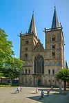 Deutschland, Nordrhein-Westfalen, Xanten: ehemalige Stiftskirche St. Viktor (Xantener Dom) am Domplatz | Germany, Northrhine-Westphalia, Xanten: Xanten cathedral and cathedral square