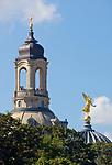 Deutschland, Freistaat Sachsen, Dresden: goldener Engel auf der Kuppel der Kunstakademie, Turm der Frauenkirche | Germany, the Free State of Saxony, Dresden: golden angel on top of dome of academy of arts, tower of church of our lady