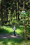 Deutschland, Thueringen, bei Schmiedefeld am Rennsteig: Wandern auf dem Rennsteig, dem aeltesten und meistbegangenen Weitwanderweg Deutschlands | Germany, Thuringia, near Schmiedefeld am Rennsteig: hiking at Rennsteig hiking trail, Germany's oldest and most frequented long distance hiking trail