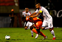 ENVIGADO - COLOMBIA, 02-12-2020: Edison Lopez de Envigado F. C. y Andres Cadavid de Deportivo Independiente Medellin, disputan el balon durante partido entre Envigado F. C. y Deportivo Independiente Medellin de la fecha 2 por la Liguilla BetPlay DIMAYOR 2020, en el estadio Polideportivo Sur de la ciudad de Envigado. / Edison Lopez of Envigado F. C., fights for the ball with Andres Cadavid of Deportivo Independiente Medellin, during a match between Envigado F. C. and Deportivo Independiente Medellin of the 2nd date for the BetPlay DIMAYOR 2020 Liguilla at the Polideportivo Sur stadium in Envigado city. Photo: VizzorImage / Luis Benavides / Cont.