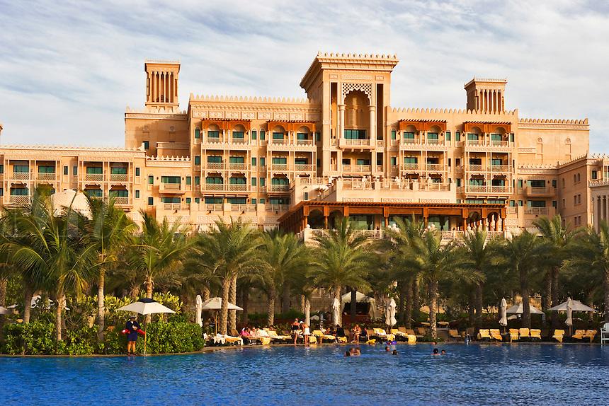 Al Qasr Hotel, part of the Madinat Jumeirah, and swimming pool. Dubai. United Arab Emirates.