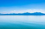 Deutschland, Bayern, Chiemgau: der Chiemsee, im Hintergrund die Chiemgauer Alpen | Germany, Bavaria, Chiemgau: lake Chiemsee with Chiemgau Alps at background