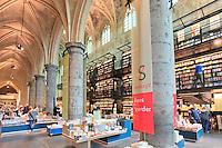 Hollande, Maastricht, la librairie Selexyz installée dans une ancienne église dominicaine ou Dominicanenkerk en centre ville // Holland, Maastricht, the library Selexyz installed in a former Dominican church or Dominicanenkerk in downtown