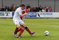 Izegem - FC Luik :..Benjamin Marechal (L) probeert de bal te veroveren van Arne Scheldeman (R)..foto VDB / BART VANDENBROUCKE