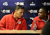 BOGOTÁ - COLOMBIA, 10-01–2019: Vladimir Galindo (Izq.), preparador físico y Carlos Bejarano (Der.) guardavallas del América dialogan, durante rueda de prensa del Torneo Fox Sports 2019, en el estadio Nemesio Camacho El Campin de la ciudad de Bogotá. / Vladimir Galindo (L), physical trainer and Carlos Bejarano (R) goalkeeper of the America speak during a press conference at the Fox Sports 2019 Tournament, at the Nemesio Camacho El Campin stadium in the city of Bogota. Photo: VizzorImage / Luis Ramírez / Staff.