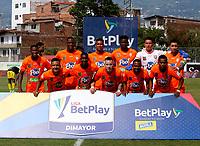 ENVIGADO - COLOMBIA, 14–08-2021: Jugadores de Envigado F. C., posan para una foto, antes de partido entre Envigado F. C., y Alianza Petrolera de la fecha 5 por la Liga BetPlay DIMAYOR II 2021, en el estadio Polideportivo Sur de la ciudad de Envigado. / Players of Envigado F. C., pose for a photo, prior a match between Envigado F. C., and Alianza Petrolera of the 5th date for the BetPlay DIMAYOR II League 2021 at the Polideportivo Sur stadium in Envigado city. / Photo: VizzorImage / Donaldo Zuluaga / Cont.