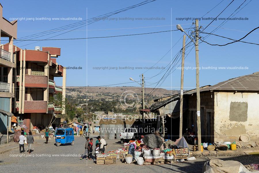 ETHIOPIA, Tigray, town Adigrat / AETHIOPIEN, Tigray, Adigrat, kleiner Markt an der Straße