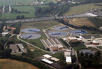 - Lombardia, vista aerea di un impianto di depurazione delle acque reflue<br />