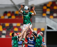 27th March 2021; Brentford Community Stadium, London, England; Gallagher Premiership Rugby, London Irish versus Bath; Ben Donnell of London Irish passes the ball towards Nick Phipps of London Irish after a successful line out