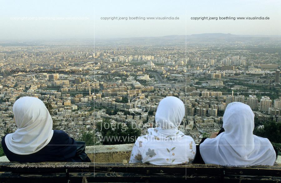 SYRIA, Damascus, muslim druze women on mountain Dschabal Qasyun / SYRIEN Damaskus, muslimische Drusen Frauen auf dem Berg Dschabal Qasyun