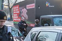 """Die Kampagnenorganisation Avaaz protestierte am Dienstag den 26. Maerz 2018 anlaesslich des Freundschaftsspiel Brasilien-Deutschland mit einem Plakatlaster fuer die Verlegung der WM aus Russland. In den Sprachen Deutsch, Englisch und Portugiesisch forderte die Organisation unter dem Motto #Cupofshame: """"Keine Fussball-WM in Russland, solange es syrische Kinder bombardiert"""". Nachdem Grossbritannien und Polen auch die islaendische Regierung angekuendigt haben keine Vertreter zur WM zu schicken, fordert Avaaz das auch weitere Laender sich an einem WM-Boykott beteiligen soll.<br /> Im Bild: Die Polizei stoppte den Wagen und untersagte Avaaz mit dem LKW weiter im direkten Sichtbereich um das Olympiastadion zu fahren.<br /> 27.3.2018, Berlin<br /> Copyright: Christian-Ditsch.de<br /> [Inhaltsveraendernde Manipulation des Fotos nur nach ausdruecklicher Genehmigung des Fotografen. Vereinbarungen ueber Abtretung von Persoenlichkeitsrechten/Model Release der abgebildeten Person/Personen liegen nicht vor. NO MODEL RELEASE! Nur fuer Redaktionelle Zwecke. Don't publish without copyright Christian-Ditsch.de, Veroeffentlichung nur mit Fotografennennung, sowie gegen Honorar, MwSt. und Beleg. Konto: I N G - D i B a, IBAN DE58500105175400192269, BIC INGDDEFFXXX, Kontakt: post@christian-ditsch.de<br /> Bei der Bearbeitung der Dateiinformationen darf die Urheberkennzeichnung in den EXIF- und  IPTC-Daten nicht entfernt werden, diese sind in digitalen Medien nach §95c UrhG rechtlich geschuetzt. Der Urhebervermerk wird gemaess §13 UrhG verlangt.]"""