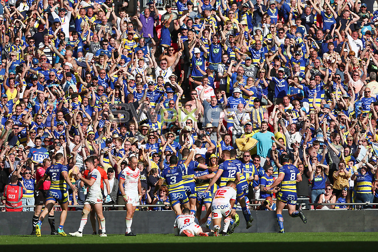 Picture by Alex Whitehead/SWpix.com - 24/08/2019 - Rugby League - Coral Challenge Cup Final - St Helens v Warrington Wolves - Wembley Stadium, London, England - Warrington Wolves celebrate Daryl Clark's try.