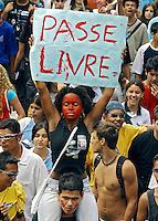 Protesto de estudantes contra a política econômica do governo. São Paulo. 2004. Foto de Caetano Barreira..