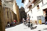 Viana.Navarra.Espana.Viana.Navarra.Spain.Dos peregrinos pasean en bicicleta frente a las ruinas de la Iglesia de San Pedro..Two pilgrims walking in bicycle in front of the ruins of the Church of San Pedro..(ALTERPHOTOS/Alfaqui/Acero)