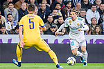 Luka Modric of Real Madrid (R) in action during the UEFA Champions League 2017-18 quarter-finals (2nd leg) match between Real Madrid and Juventus at Estadio Santiago Bernabeu on 11 April 2018 in Madrid, Spain. Photo by Diego Souto / Power Sport Images
