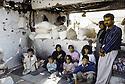Irak 1991  Le retour des réfugiés: vivre au milieu des ruines  Iraq 1991  Kurdish refugees coming back:near Haj Omran, a family living in the ruins
