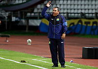 MANIZALES-COLOMBIA, 19–07-2021: Sergio Arrieta, asistente tecnico de Atletico Huila gesticula durante partido de la fecha 1 entre Once Caldas y Atletico Huila, por la Liga BetPlay DIMAYOR II 2021, jugado en el estadio Palogrande de la ciudad de Manizales. / Sergio Arrieta, assistant coach of Atletico Huila gestures during match of 1st date between Once Caldas and Atletico Huila, for the BetPlay DIMAYOR II 2021 League played at the Palogrande Stadium in Manizales city. / Photo: VizzorImage / JJ Bonilla / Cont.