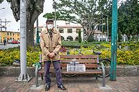 """CAJICA - COLOMBIA, 16-07-2020: """"Si, la situación esta dura pero yo no me dejo, todos los días vengo y consigo por lo menos lo de comer y también me ayuda para no quedarme encerrado en mi casa sin hacer nada"""" Ignacio Ramírez, 70 años,  es su testimonio que como la mayoría de trabajadores informales se ve obligado a salir a buscar el sustento diario para subsistir en medio de la cuarentena total en el territorio colombiano causada por la pandemia  del Coronavirus, COVID-19. / """"Yes, the situation is tough, but I will not stop, every day I come and get at least what to eat and it also helps me not to stay locked up in my house without doing anything"""" Ignacio Ramírez, 70 years old, is his testimony that, like most informal workers, he is forced to go out to find daily sustenance to subsist in the midst of the total quarantine in Colombian territory caused by the Coronavirus pandemic, COVID-19. Photo: VizzorImage / Johan Rugeles / Cont"""
