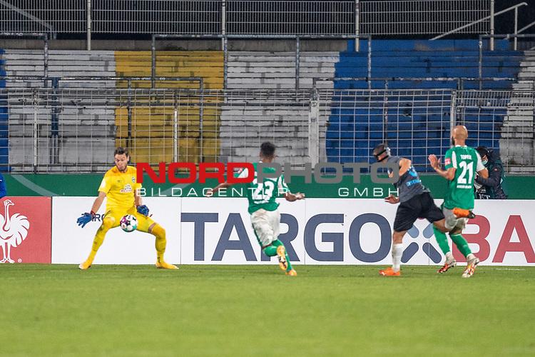 12.09.2020, Ernst-Abbe-Sportfeld, Jena, GER, DFB-Pokal, 1. Runde, FC Carl Zeiss Jena vs SV Werder Bremen<br /> <br /> die Chance zum Anschlusstreffer durch René Eckardt (Carl Zeiss Jena #09) wird von Jiri Pavlenka (Werder Bremen #01) zu nichte gemacht  Theodor Gebre Selassie (Werder Bremen #23)<br /> Ömer / Oemer Toprak (Werder Bremen #21)<br /> <br /> <br />  <br /> <br /> <br /> Foto © nordphoto / Kokenge