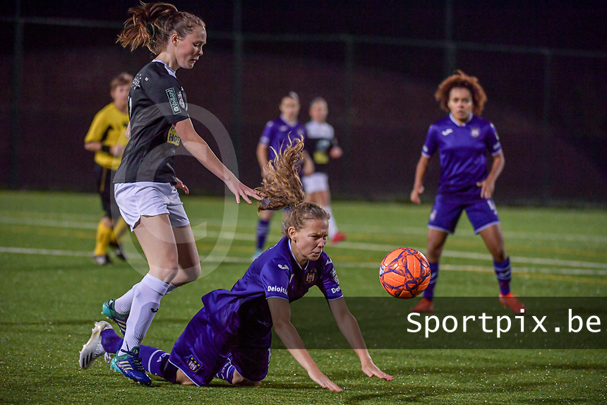 Aalst's forward Loes Van Mullem (33) and Anderlecht forward Jarne Teulings (16) pictured during a female soccer game between RSC Anderlecht Dames and Eendracht Aalst Ladies  on the fourth matchday of the 2020 - 2021 season of Belgian Womens Super League , Tuesday 13 th of October 2020  in ANDERLECHT , Belgium . PHOTO SPORTPIX.BE | SPP | STIJN AUDOOREN