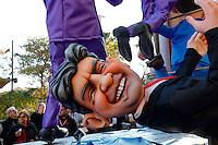 Nice le 19 Fevrier 2107 Place Massena unique sotie du Corso Carnavalesque Parada Nissarda de jour Jean Luc Melanchon
