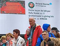 Paris, France, 24 June, 2016, Tennis, Roland Garros,  Reporter Jan Roelfs  (NED) in action<br /> Photo: Henk Koster/tennisimages.com