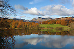 Great Britain, Cumbria, near Ambleside: Lake District National Park, Loughrigg Tarn and the Langdale Pikes behind in Autumn