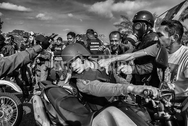 """Demonstrators clash with national Guards loyal to President Nicolas Maduro in Caracas, April 30, 2019, during a failed coup attempt by  Juan Guaidó, the president of the Venezuelan National Assembly who declared himself President.Guaidó appeared in an online video standing among heavily armed soldiers, calling for the military to back what he called the """"final phase"""" of an effort to topple Maduro's governmen, but the movement failed short after"""