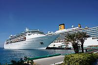 Grandeur of the Seas und Costa Luminosa im Hafen von Nassau, Bahamas - 26.01.2020: Nassau