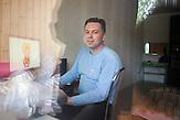 """Igor Kleschyk arbeitet inoffiziell für ein polnisches Kinostudio als Designer in seiner Privatwohnung in Minsk. Er animiert Kinderillustrationen. Offiziell ist er arbeitslos und muß vielleicht bald eine """"Arbeitslosen-Steuer"""" bezahlen. //<br />Igor Kleshyk, designer and flash-animator, posses at his apartment."""