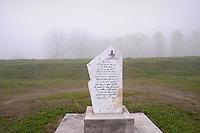 - Luzzara (Reggio Emilia) lapide dedicata al fiume sull'argine del Po<br /> <br /> - Luzzara (Reggio Emilia) plaque dedicated to the Po River on the bank