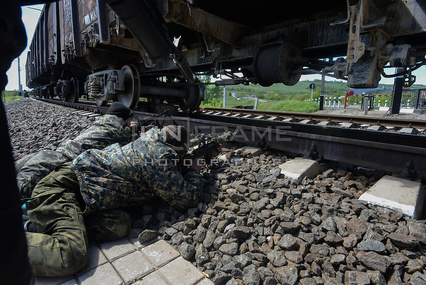 Pro-russian activists at the Andreevka village taking position to hold the ground on the border of rebel city of Slavyansk.