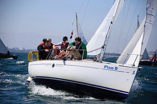 A Beneteau 21 with a racing crew of four