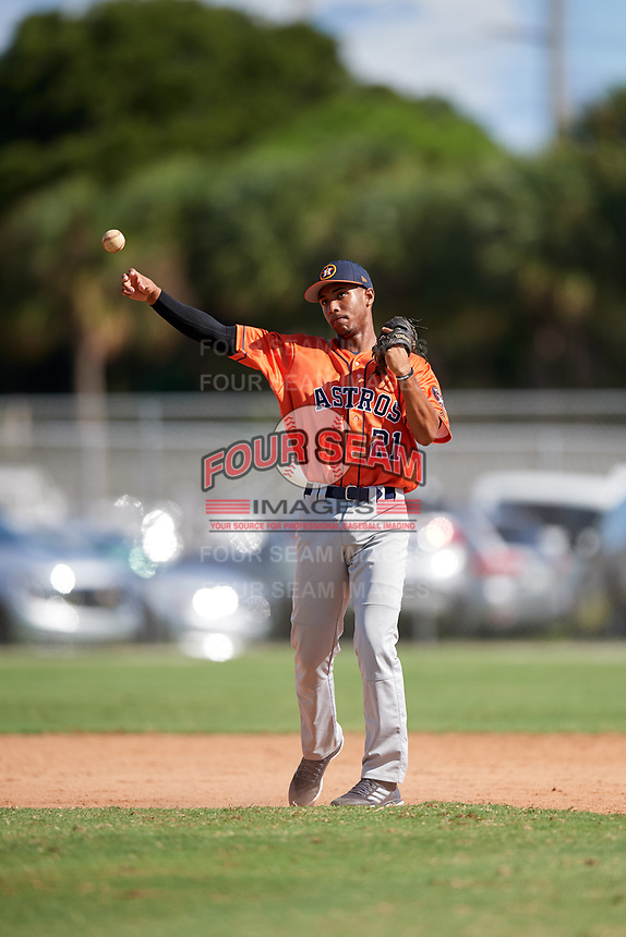 Henry Wallen during the WWBA World Championship at the Roger Dean Complex on October 19, 2018 in Jupiter, Florida.  Henry Wallen is a shortstop from Miami, Florida who attends South Dade Senior High School and is committed to Stetson.  (Mike Janes/Four Seam Images)