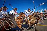 Desfile de gauchos na festa de aniversario da revoluçao Farroupilha. Dia do Gaucho. Porto Alegre. Rio Grande do Sul. 2012. Foto de Alexandro Auler.
