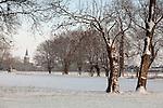 Europa, DEU, Deutschland, Nordrhein Westfalen, NRW, Rheinland, Niederrhein, Voerde, Winter, Schnee, Kirche, Kirchturm, Baeume, Typische Kopfweiden, Kategorien und Themen, Natur, Umwelt, Landschaft, Jahreszeiten, Stimmungen, Landschaftsfotografie, Landschaften, Landschaftsphoto, Landschaftsphotographie, Naturschutz, Naturschutzgebiete, Landschaftsschutz, Biotop, Biotope, Landschaftsschutzgebiete, Landschaftsschutzgebiet, Oekologie, Oekologisch, Typisch, Landschaftstypisch, Landschaftspflege<br /> <br /> [Fuer die Nutzung gelten die jeweils gueltigen Allgemeinen Liefer-und Geschaeftsbedingungen. Nutzung nur gegen Verwendungsmeldung und Nachweis. Download der AGB unter http://www.image-box.com oder werden auf Anfrage zugesendet. Freigabe ist vorher erforderlich. Jede Nutzung des Fotos ist honorarpflichtig gemaess derzeit gueltiger MFM Liste - Kontakt, Uwe Schmid-Fotografie, Duisburg, Tel. (+49).2065.677997, <br /> archiv@image-box.com, www.image-box.com]