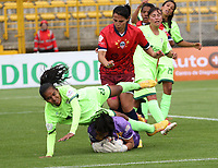 BOGOTÁ -COLOMBIA, 25-02-2018: Rafanny Mendoza (Der) de La Equidad disputa el balón con Alejandra Silva (Izq) de Fortaleza C.E. I.F.  durante partido por la fecha 3 de la Liga Femenina Águila I 2018 jugado en el estadio Metropolitano de Techo de la ciudad de Bogotá./Rafanny Mendoza (R) player of La Equidad fights for the ball withAlejandra Silva (L) player of Fortaleza C.E. I.F.  during the match for the date 3 of the Aguila Women's League I 2018 played at Metropolitano de Techo stadium in Bogotá city. Photo: VizzorImage/ Felipe Caicedo / Staff