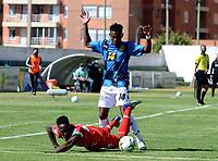 TUNJA - COLOMBIA, 30-01-2021: Yonatan Murillo de Patriotas Boyaca F. C. y Eduard Banguero de Boyaca Chico F. C. disputan el balon, durante partido de la fecha 3 entre Patriotas Boyaca F. C. y Boyaca Chico F. C. por la Liga BetPlay DIMAYOR I 2021, jugado en el estadio La Independencia de la ciudad de Tunja. / Yonatan Murillo of Patriotas Boyaca F. C. and Eduard Banguero of Boyaca Chico F. C. fight for the ball, during a match of the 3rd date between Patriotas Boyaca F. C. and Boyaca Chico F. C. for the BetPlay DIMAYOR I 2021 League played at the La Independencia stadium in Tunja city. / Photo: VizzorImage / Macgiver Baron / Cont.