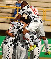 TUNJA -COLOMBIA, 12-04-2014. Jugadores de Boyacá Chicó celebran un gol anotado a Patriotas FC durante partido válido por la fecha 17 de la Liga Postobón I 2014 realizado en el estadio La Independencia en Tunja./ Boyaca Chico players celebrate a goal scored to Patriotas FC during match for the 17th date of Postobon League I 2014 at La Independencia stadium in Tunja. Photo: VizzorImage/Jose Miguel Palencia/STR
